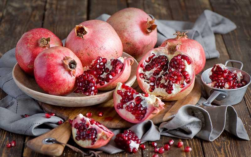 Lựu là loại quả rất tốt cho sức khỏe, bổ sung nhiều vitamin và các axit có lợi