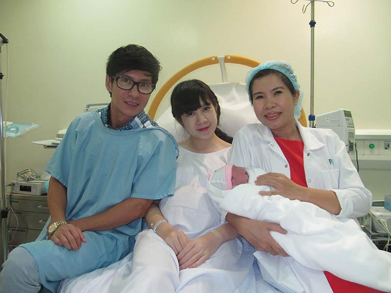 Bác sĩ Hà là người đã trực tiếp chăm sóc em bé của gia đình ca sĩ Lý Hải
