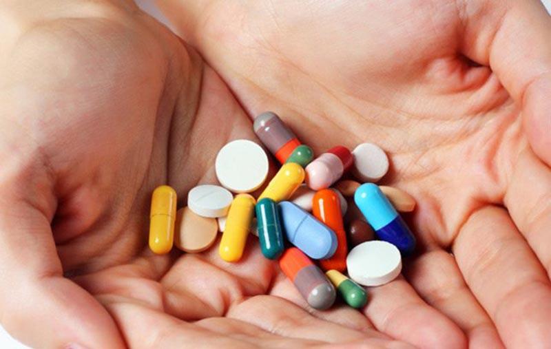 Người bệnh sẽ phải sử dụng kết hợp nhiều loại thuốc gồm kháng sinh, kháng viêm, long đờm,...