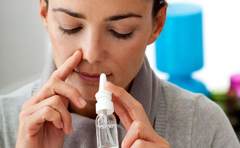 Chữa viêm mũi dị ứng thời tiết tại nhà bằng cách vệ sinh mũi hằng ngày