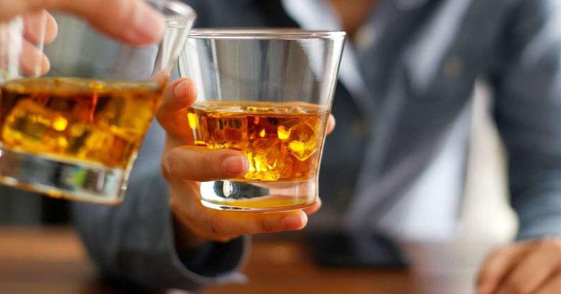 Nam giới nên tránh uống rượu trước ngày đi khám