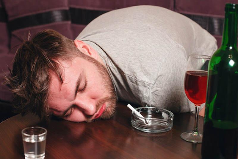 Người uống nhiều rượu có nguy cơ cao mắc bệnh