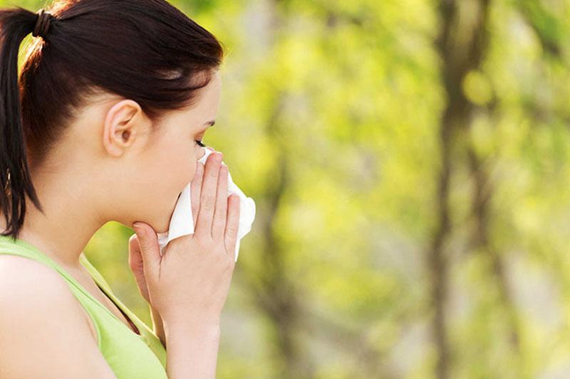 Viêm mũi dị ứng xảy ra khi tiếp xúc với các chất gây dị ứng