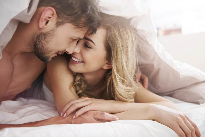 """Các cặp đôi chỉ nên """"yêu """" 2-3 lần 1 tuần để duy trì chất lượng tinh trùng khỏe mạnh"""
