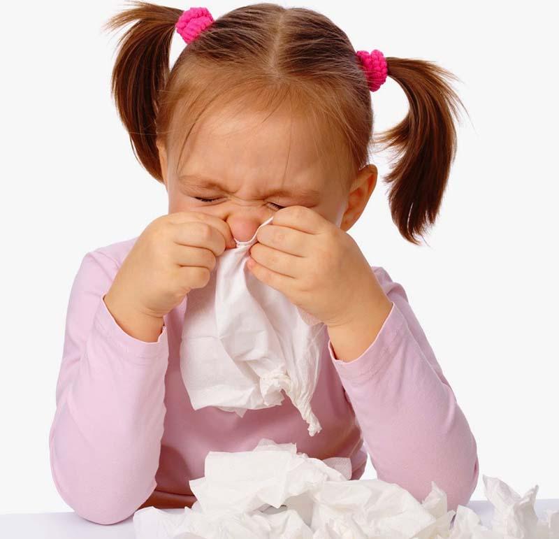 Các triệu chứng của viêm mũi kéo dài khiến trẻ mệt mỏi, khó chịu