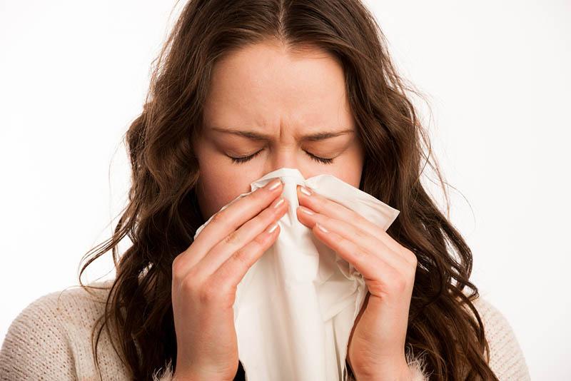 Viêm mũi dị ứng gây ra một số tổn thương trong khoang mũi