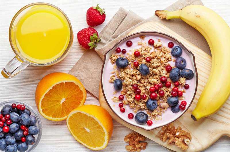 Vitamin C có tác dụng tăng đề kháng, giúp người bệnh chống lại với các tác nhân gây hại