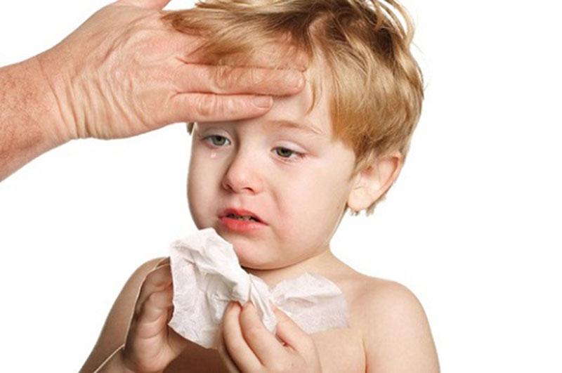Mẹ cần cảnh giác với tình trạng viêm mủi mủ của trẻ