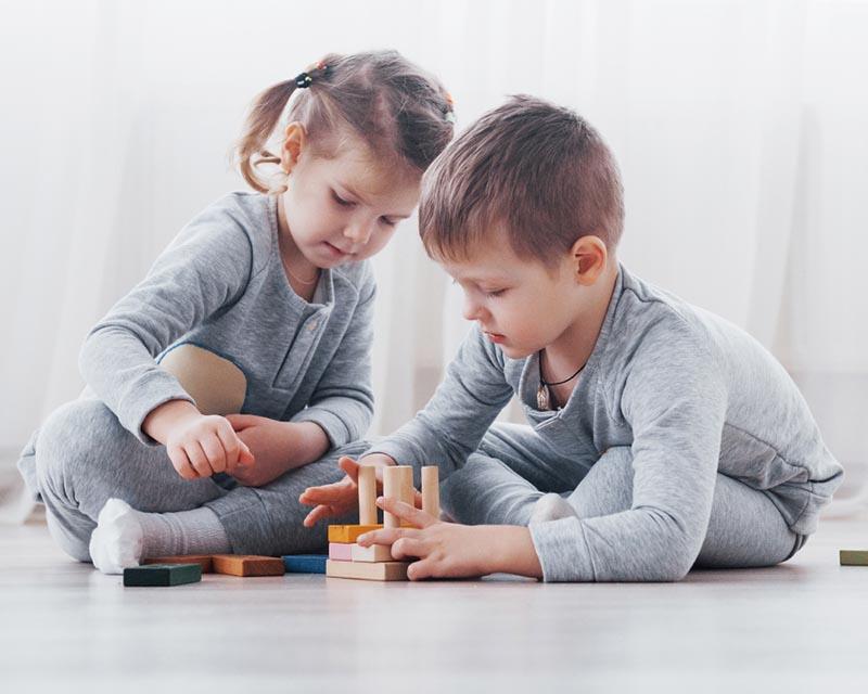 Trẻ thường có thói quen đưa vật thể lạ vào mũi