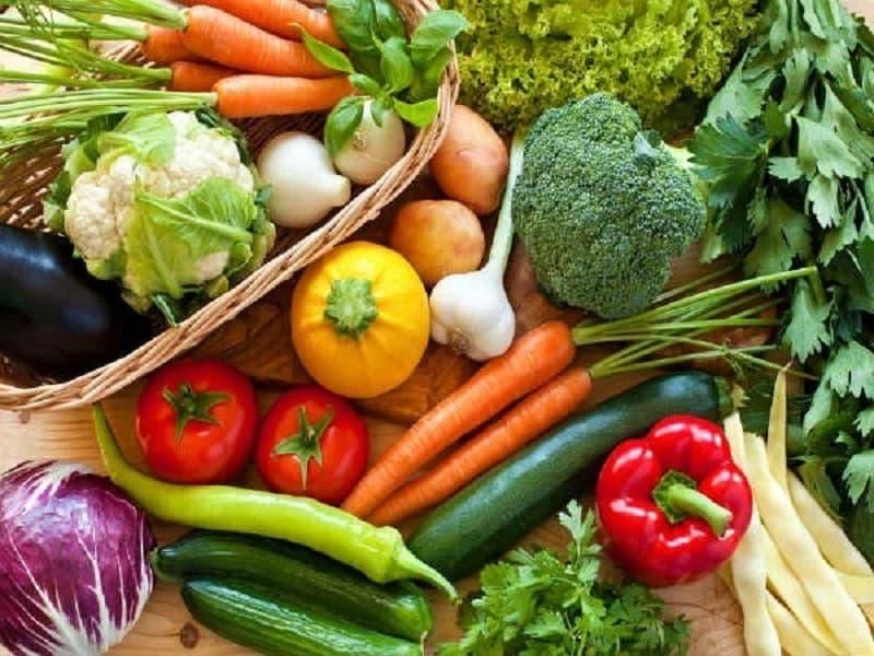 Chế độ dinh dưỡng với nhiều rau xanh, hoa quả giúp ngăn ngừa ngứa da vào mùa đông