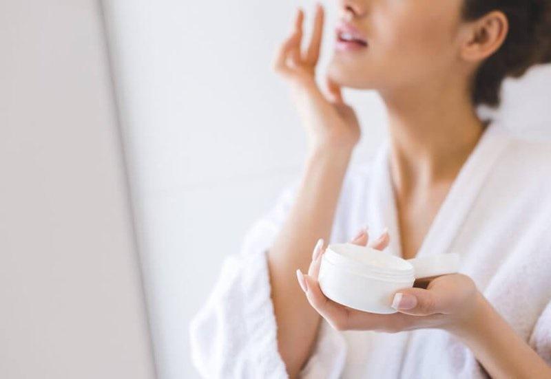 Cách chữa ngứa da vào mùa đông bằng kem dưỡng