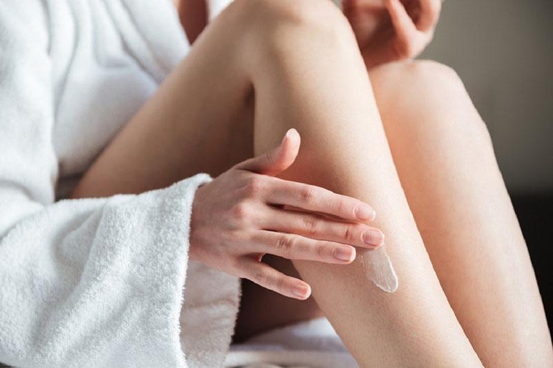 Sử dụng các loại kem dưỡng ẩm cho da, chống khô ngứa