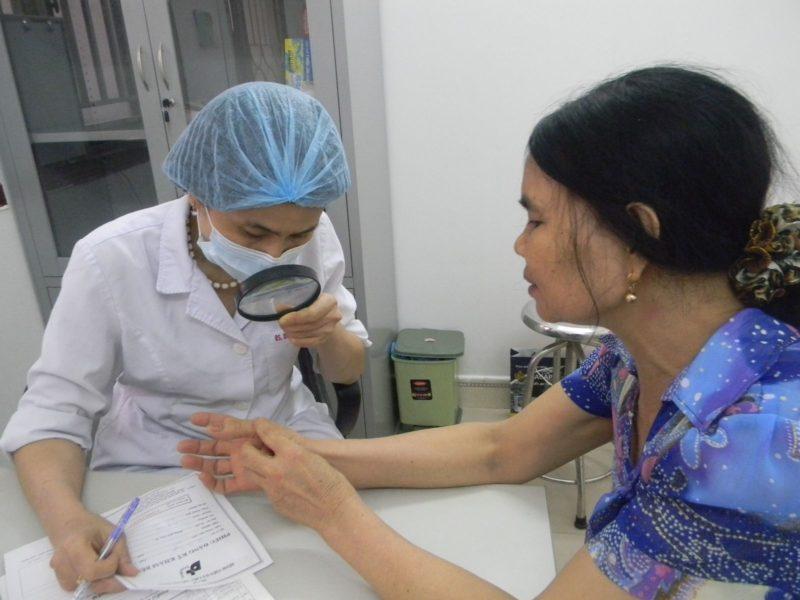 Cần đi khám ngay khi bị ngứa khắp người kèm triệu chứng viêm da cấp tính