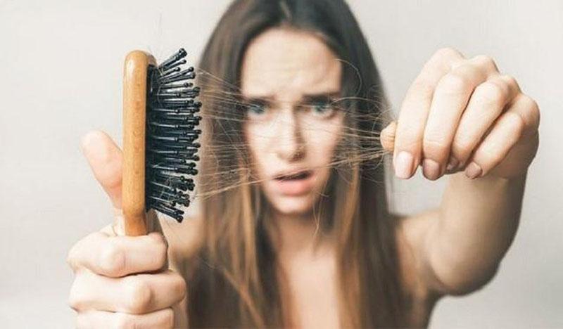 Rụng tóc, khô da, lở loét...
