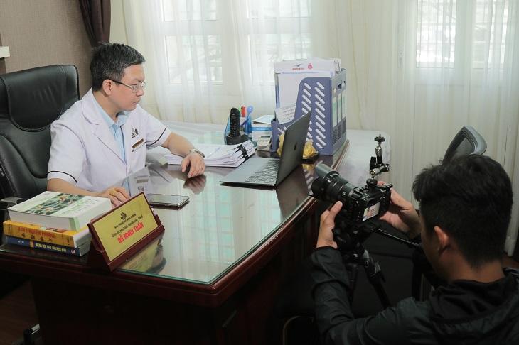 Truyền hình Vĩnh Long tiến hành thực hiện phóng sự tại nhà thuốc Đỗ Minh Đường