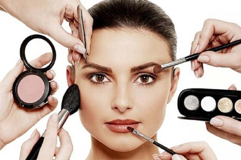 Điều trị ngứa da cần tránh trang điểm để da được thông thoáng