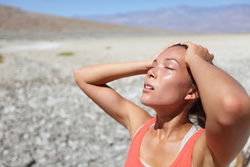 Thời tiết nắng nóng khiến cơ thể tiết nhiều mồ hôi gây ngứa da