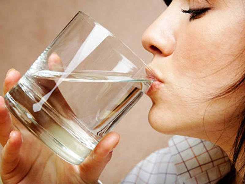 cơ thể thiếu nước da khô ráp