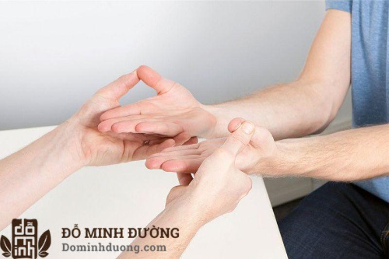 Đau đầu ngón tay có thể là do cơ thể bị thiếu vitamin B12