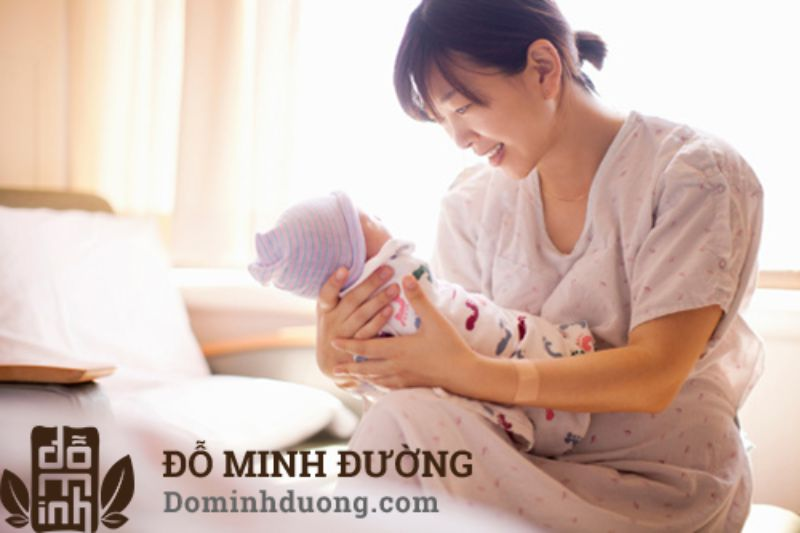 Đau khớp cổ tay sau sinh là hiện tượng xảy ra khá phổ biến do nhiều nguyên nhân tác động