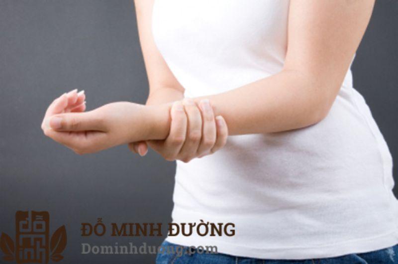 Tình trạng đau khớp cổ tay sau sinh khiến các chị em luôn khó chịu và mệt mỏi