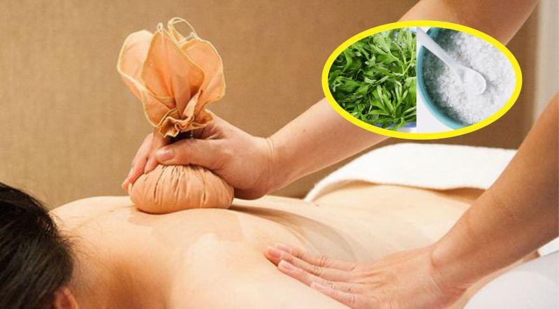 Chườm nóng bằng ngải cứu giảm đau khớp vai hiệu quả