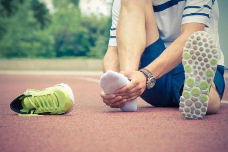 Hoạt động quá nhiều gây chấn thương ở bàn chân