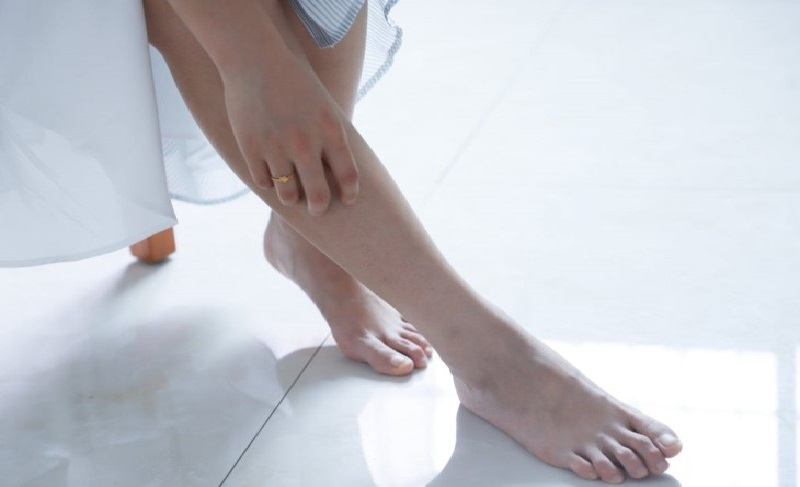 ngứa chân là triệu chứng bệnh gan thận