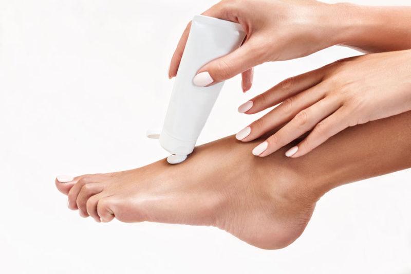 Thuốc bôi ngoài da có chứa hoạt chất kháng viêm, giúp giảm ngứa nhanh chóng