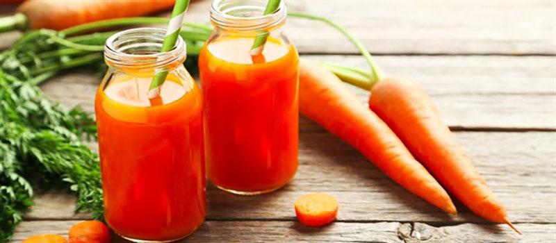 Cà rốt có chứa nhiều vitamin A, khoáng chất giúp làm dịu đau rát, sưng niêm mạc họng
