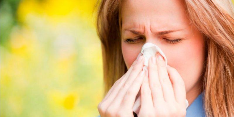 Một trong những nguyên nhân gây đau rát cổ họng có đờm là do dị ứng