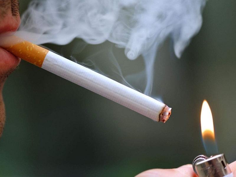 Hút thuốc khiến hệ miễn dịch bị suy giảm, làm tăng nguy cơ nhiễm trùng cổ họng