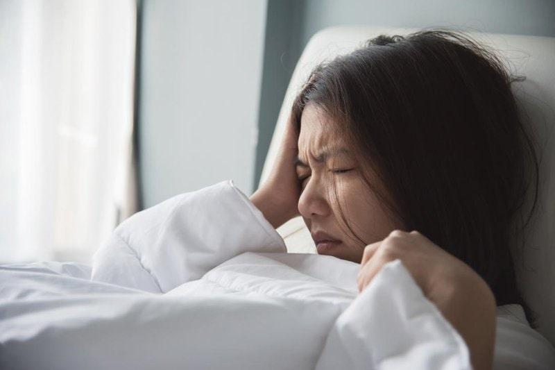 Tình trạng bệnh trở nên dữ dội về ban đêm làm ảnh hưởng đến chất lượng giấc ngủ