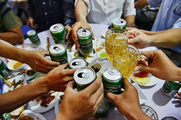 Anh Tuấn nhận ra lý do khiến mình bị yếu sinh lý là từ thói quen uống rượu bia