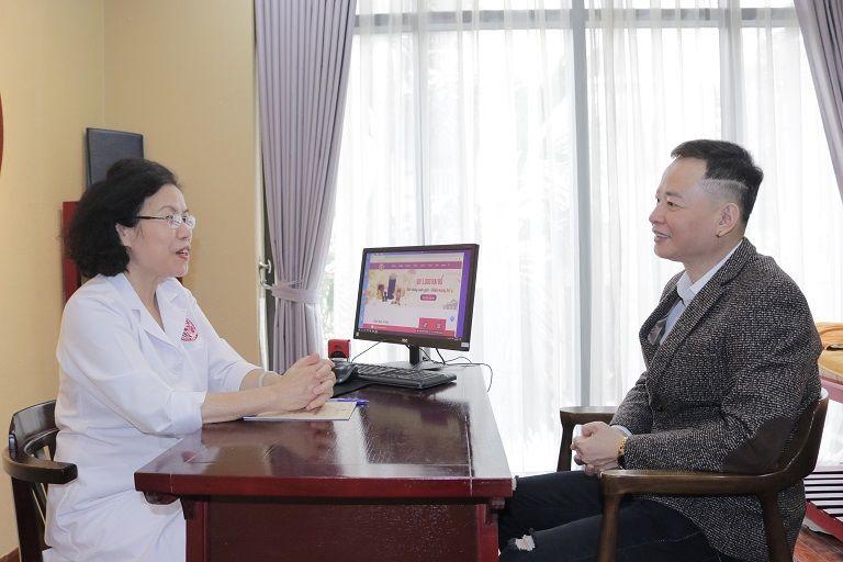 Bác sĩ Vân Anh trực tiếp điều trị cho Nghệ sĩ Tùng Dương