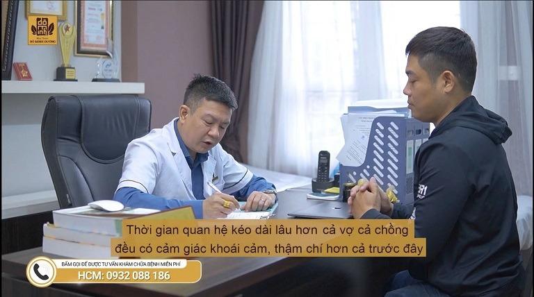 Anh Hưng tiến hành thăm khám tại nhà thuốc Đỗ Minh Đường (Hình ảnh cắt từ video)